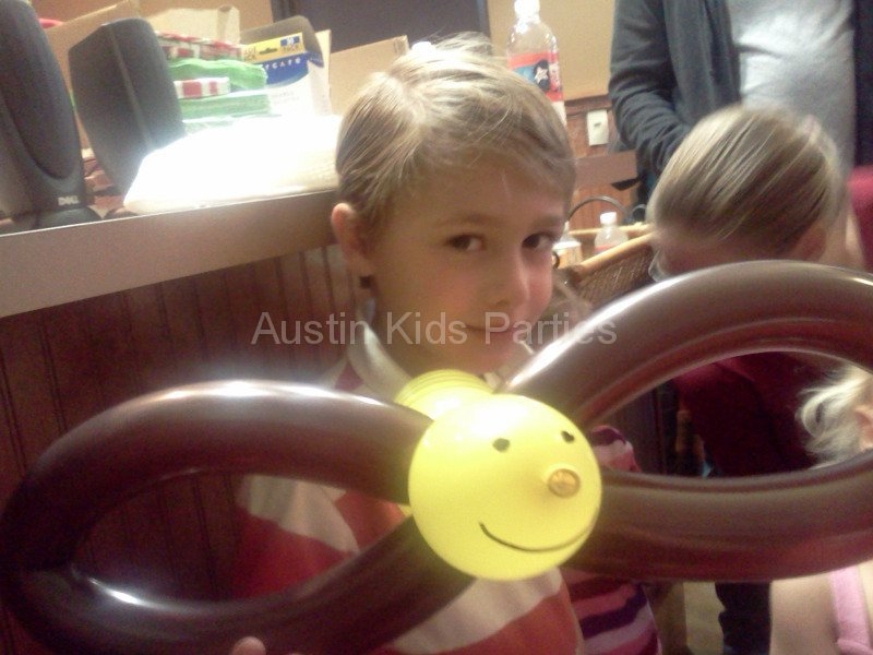 bumble bee balloon animal